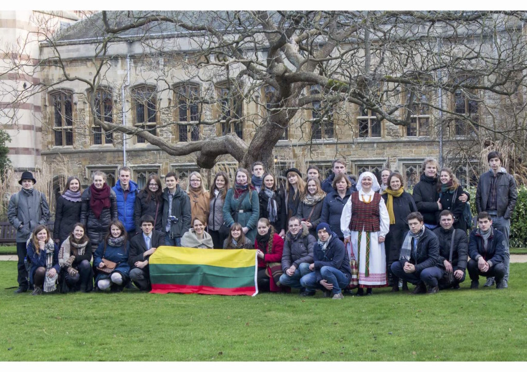 Lithuanian students in the UK celebrating national day at Oxford